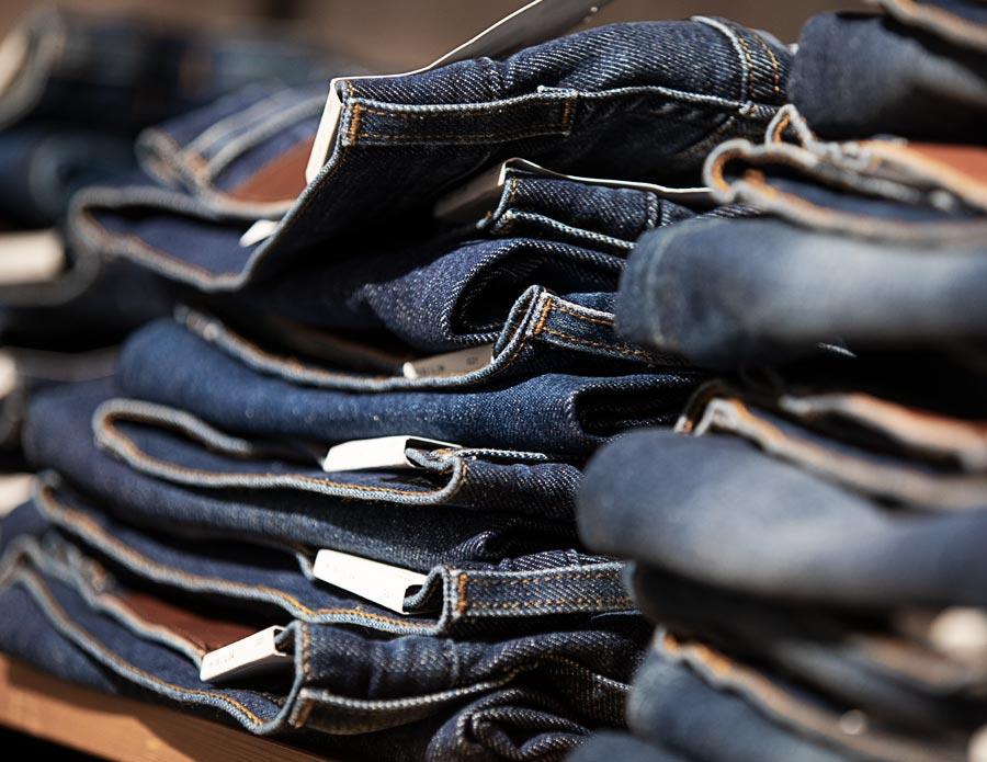 Stort sortiment av jeans
